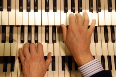 organ-recital-keyboard
